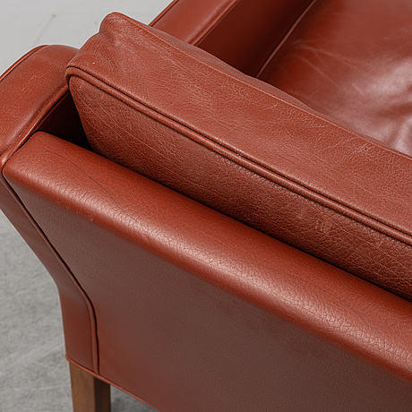 A model 2421 lounge chair by børge mogensen for fredericia stolefabrik.