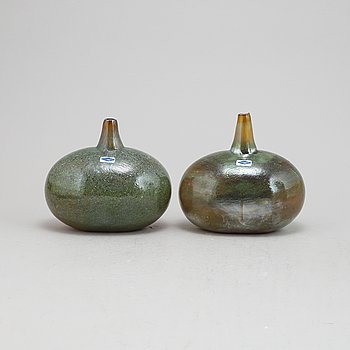 Oiva Toikka, a set of two glass vases, Nuutajärvi, Finland.