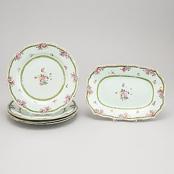 A set of four Chinese famille rose porcelain plates and one serving dish. Qing dynasty, Qianlong (1736-1795).