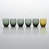 Saara hopea, karahvi laseineen, 6 kpl, ja juomalaseja, 8 kpl, nuutajärvi. mallit suunniteltu 1959 ja 1958.