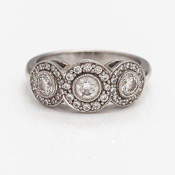 """Tiffany & Co, Ring """"Circlet"""", platina och diamanter ca 0.57 ct tot. Märkt TIffany & co."""