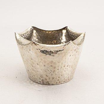 A 20th century bowl of silver, Mark of Adam Bentzen Graeser, Copenhagen 1901, weight 275g.
