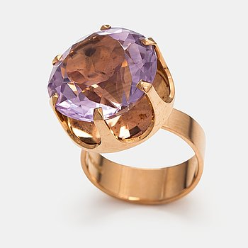 Elis Kauppi, A 14K gold ring with an amethyst. Kupittaan kulta, Turku.