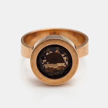 Elis Kauppi, A 14K gold ring with smoky quartz. Kupittaan kulta, Turku 1972.