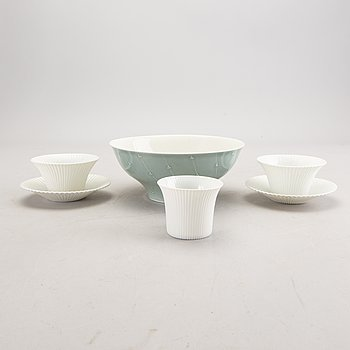 Aune Siimes, a set of two bowls and two cups with saucers Arabia second half of the 20th century.