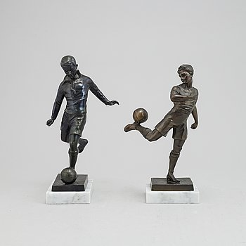 A pair of sculptures of football players, first half of the 20th Century.