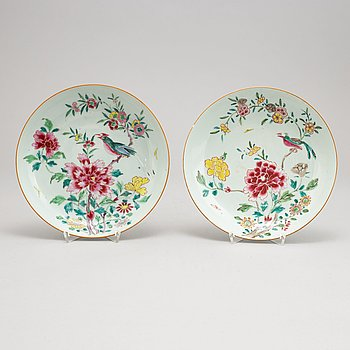 A pair of famille rose dishes, Qing dynasty, 18th Century.