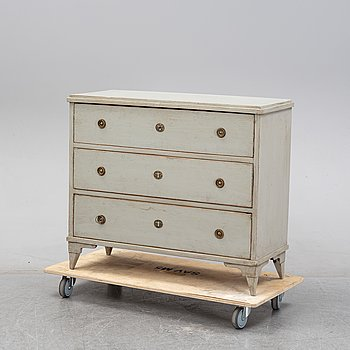 A painted chest of drawers, first half of the 19th century.