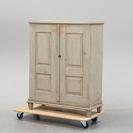 A painted cupboard, first half of the 19th century.