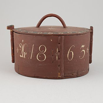 A large painted wooden box with lid, second half of the 19th century.