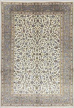 A carpet, Kashan, ca 422 x 297 cm.