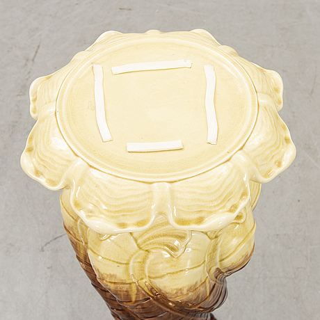 An early 1900s majolica pedestal and flower urn.