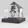 Bertil vallien, a glass sculpture, numbered 8bv att 019005/1000, and signed  b. vallien.