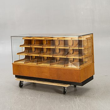 A 1940/50s counter.