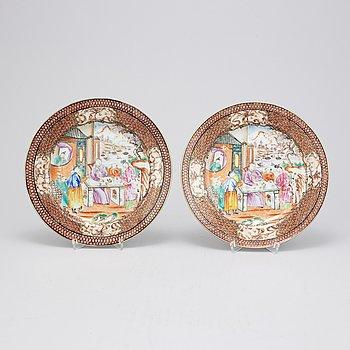 A pair of Chinese mandarin plates, Qing dynasty, Qianlong (1736-1795).