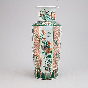 A Chinese Kangxi style porcelain vase, Qing dynasty, 19th century.