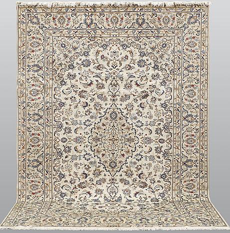 A carpet, kashan, ca 340 x 240 cm.