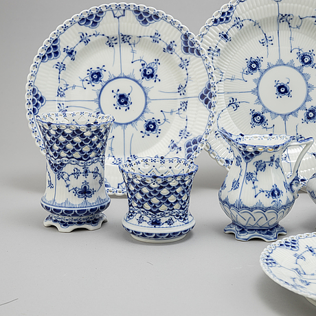 A xx piece dinner and coffee service, 'musselmalet', full lace, royal copenhagen.