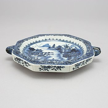 A blue and white hot water dish, Qing dynasty, Qianlong (1736-95).