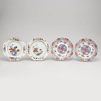 Tallrikar, 2+2 stycken, kompaniporslin. Qingdynastin, Qianlong (1736-95).