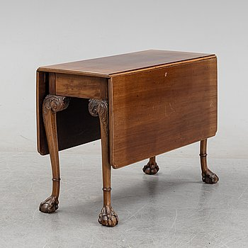 An English mahogany table, 19th Century.