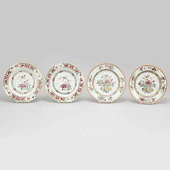 A set of four (2+2) dinner plates, Qing dynasty, Qianlong (1736-95).