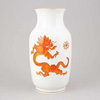 A porcelain vase, Meissen, 20th century.