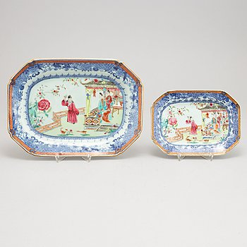 A set with two famille rose dishes, Qing dynasty, Qianlong (1736-95).