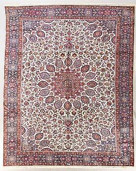 A semiantique Meshed carpet 508x338 cm.