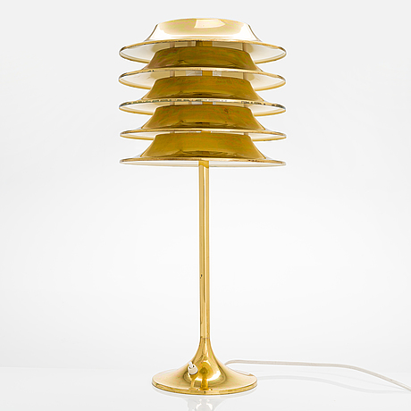 A mid-20th century table lamp manufactured by sievä.
