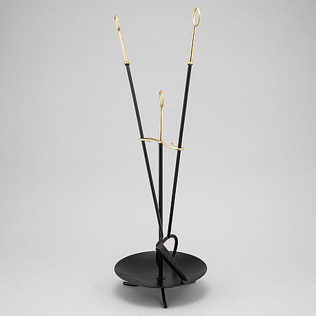 Gunnar ander, a fireplace stand of three parts, ystad metall.