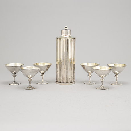 A swedish silver plated set of six cocktailglasses and a shaker, gab and tesi, mid 20th century.