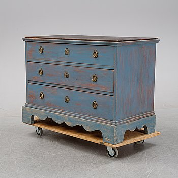 A painted chest of drawers, 19th Century.