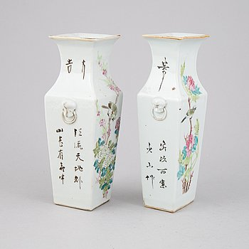 Two Qing dynasti vases, turn of the century.