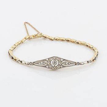 Armband med diamanter.