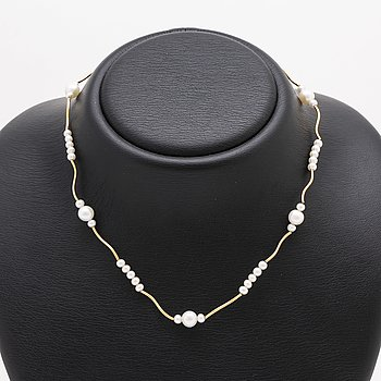 Pearl-necklace, cultured pearls, approx 4 mm and 7 mm, length approx 40 cm.