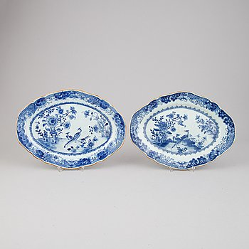 A pair of blue and white serving dishes, China, Qianlong (1736-95).