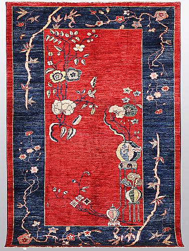 A carpet, sarouk, ca 271 x 185 cm.