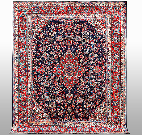 A carpet, sarouk, ca 308 x 245 cm.
