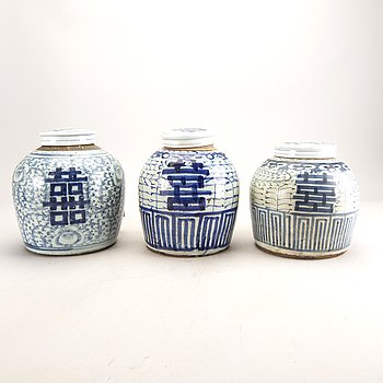 A set of three Chinese blue and white ginger jar.