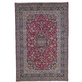 A carpet, Kashan, ca 298 x 200 cm.