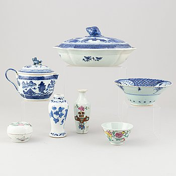 A group of Chinese porcelain, 17th, 19th and 20th century.
