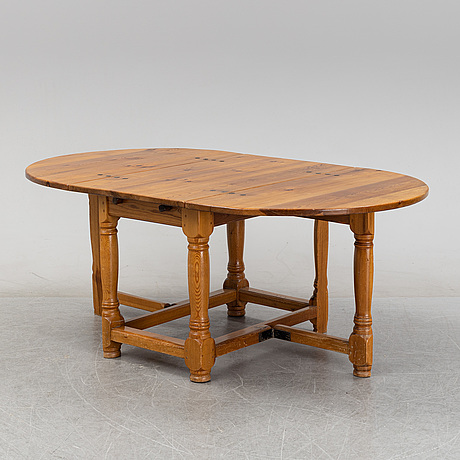 A baroque style gate-leg table, first half of the 20th century.