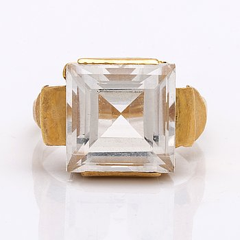 Ring 18k gold rock crystal approx 12 x 10 mm.