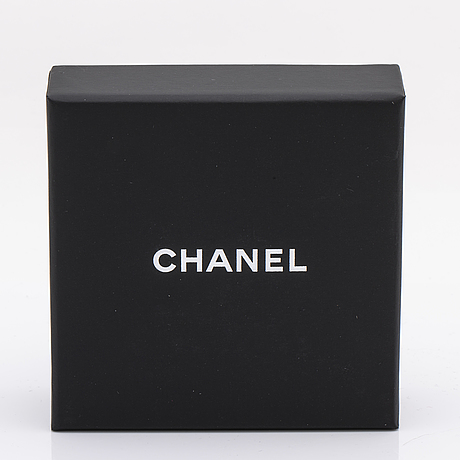 Chanel brooch, resin, metal and fake pearl, approx 5 x 3 cm, original case and box.