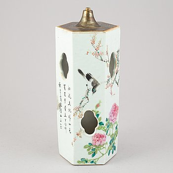 A Chinese hat stand/lamp, late Qing dynasty, circa 1900.