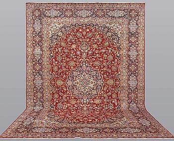 A carpet, Kashan, ca 422 x 291 cm.