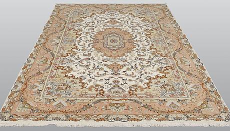 A carpet, tabriz, part silk, sk 50 radj, ca 298 x 205 cm.