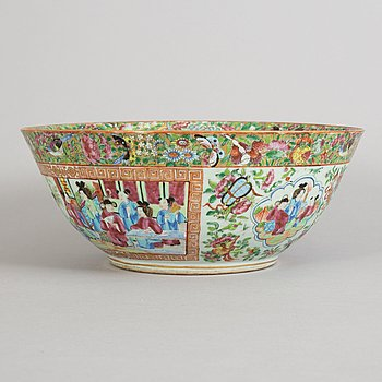 A famille rose Canton punch bowl, Qing dynasty, 19th Century.