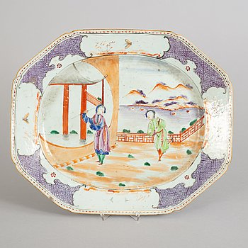 A large famille rose serving dish, Qing dynasty, Qianlong (1736-95).